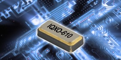 Low power clock oscillator is stable for wearable devices
