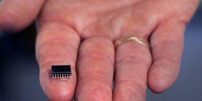 Transformer is EMI-optimised to shrink power form factor