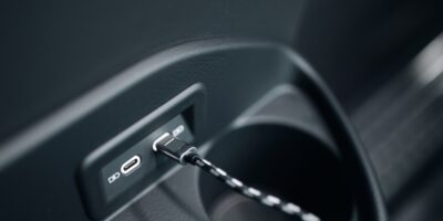Automotive buck-boost controller reduces size of vehicle USB PD